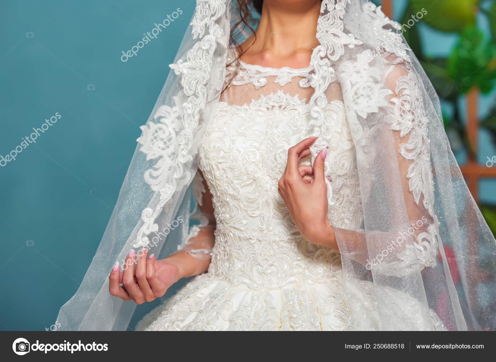 Vestido Novia Nacional Kazajo Manos Chica Tela Encaje