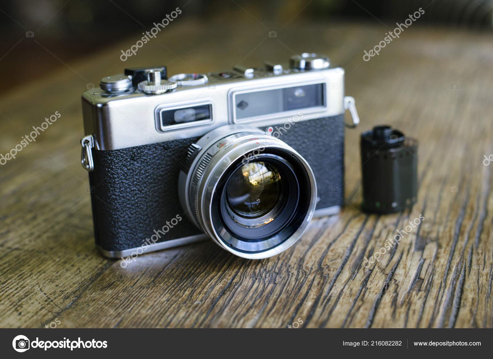 Entfernungsmesser Rangefinder : Vorderansicht eines alten entfernungsmesser filmkamera mit einer