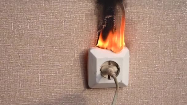 Fire in the power outlet  Old faulty wiring  The occurrence of a fire in  the apartment  Old faulty wiring caught fire from a short circuit in the  outlet  episode 6
