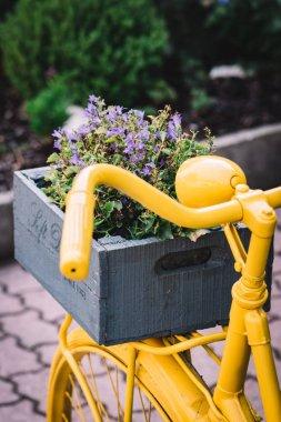 """Картина, постер, плакат, фотообои """"Винтажный велосипед со старой цветочной коробкой"""", артикул 271129484"""