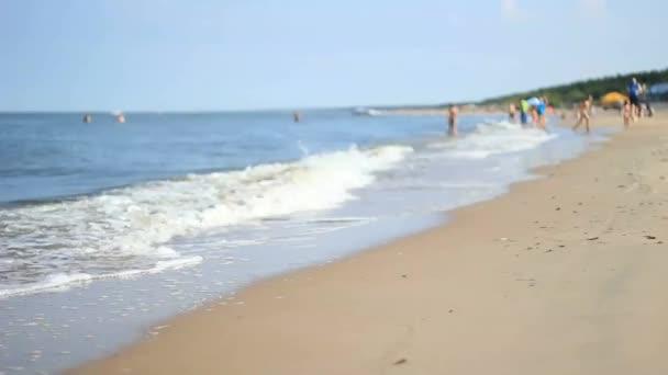 rozostřený pláž s lidmi