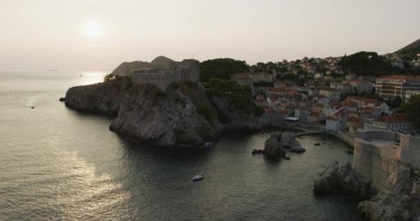 Městská pevnost Lovrijenac při západu slunce