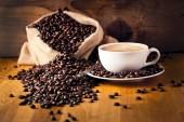 kafe a dort na kávová zrna