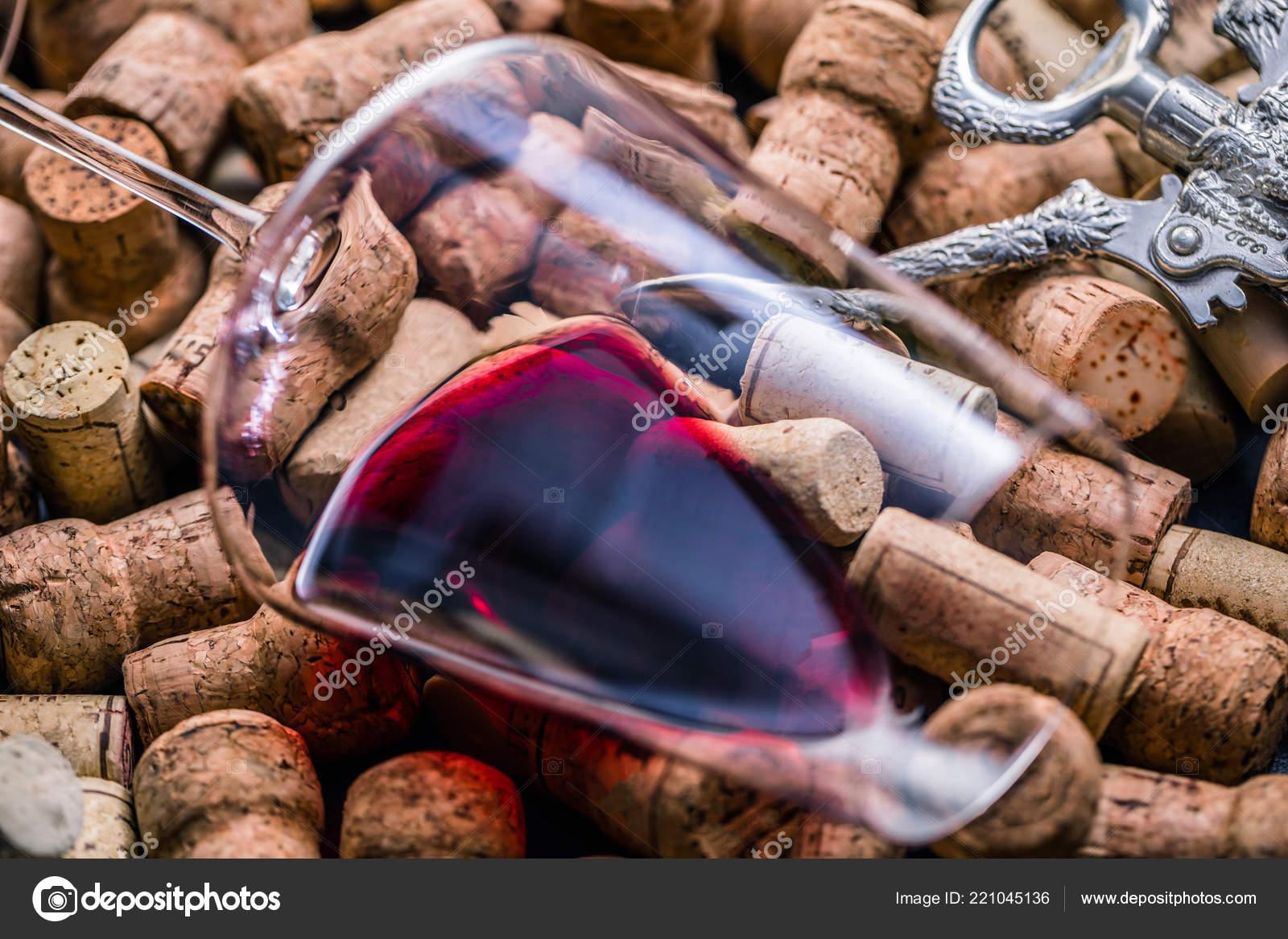 3ee1badd7d1681 Wine Corks Background Close — Stock Photo © KarepaStock  221045136