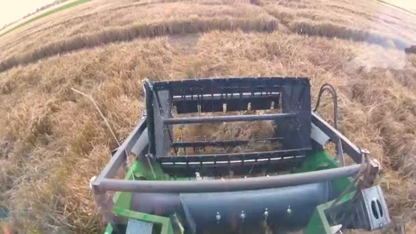 agricultural machine for harvesting grain crops on farm field