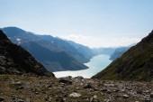 Landschaft mit Besseggengrat über dem Gjende-See im Jotunheimen-Nationalpark, Norwegen