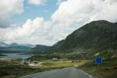 Fotografie malebný pohled silniční a horské, národní park Hallingskarvet, Norsko