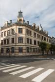 krásná budova a pěší přechod, Hamar, Hedmark, Norsko