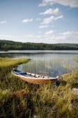 Fényképek fából készült hajó, tó előtt erdő Trysil, Norvégia legnagyobb síközpont közelében
