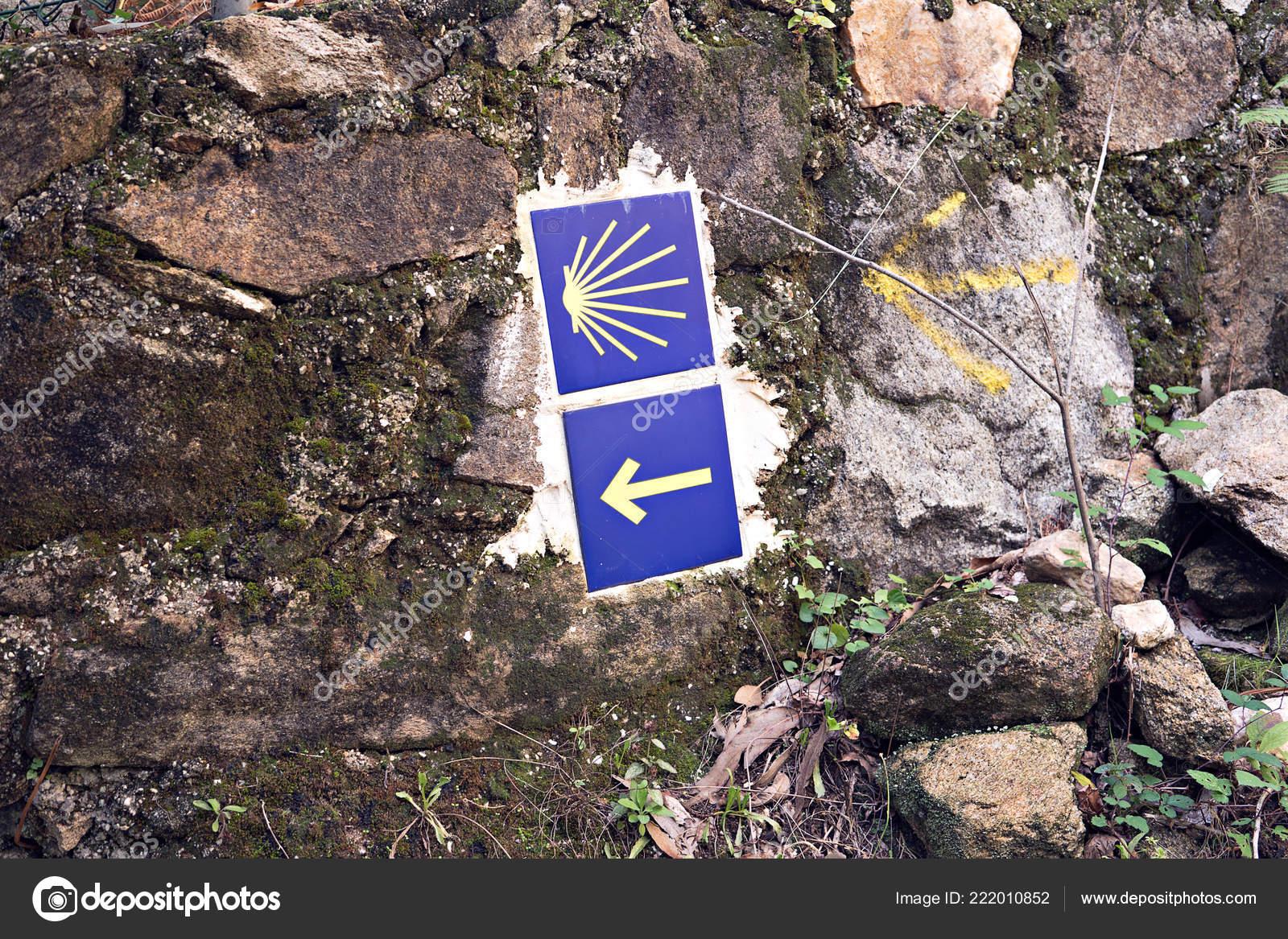 Camino santiago piastrelle sulla parete pietra cammino san giacomo