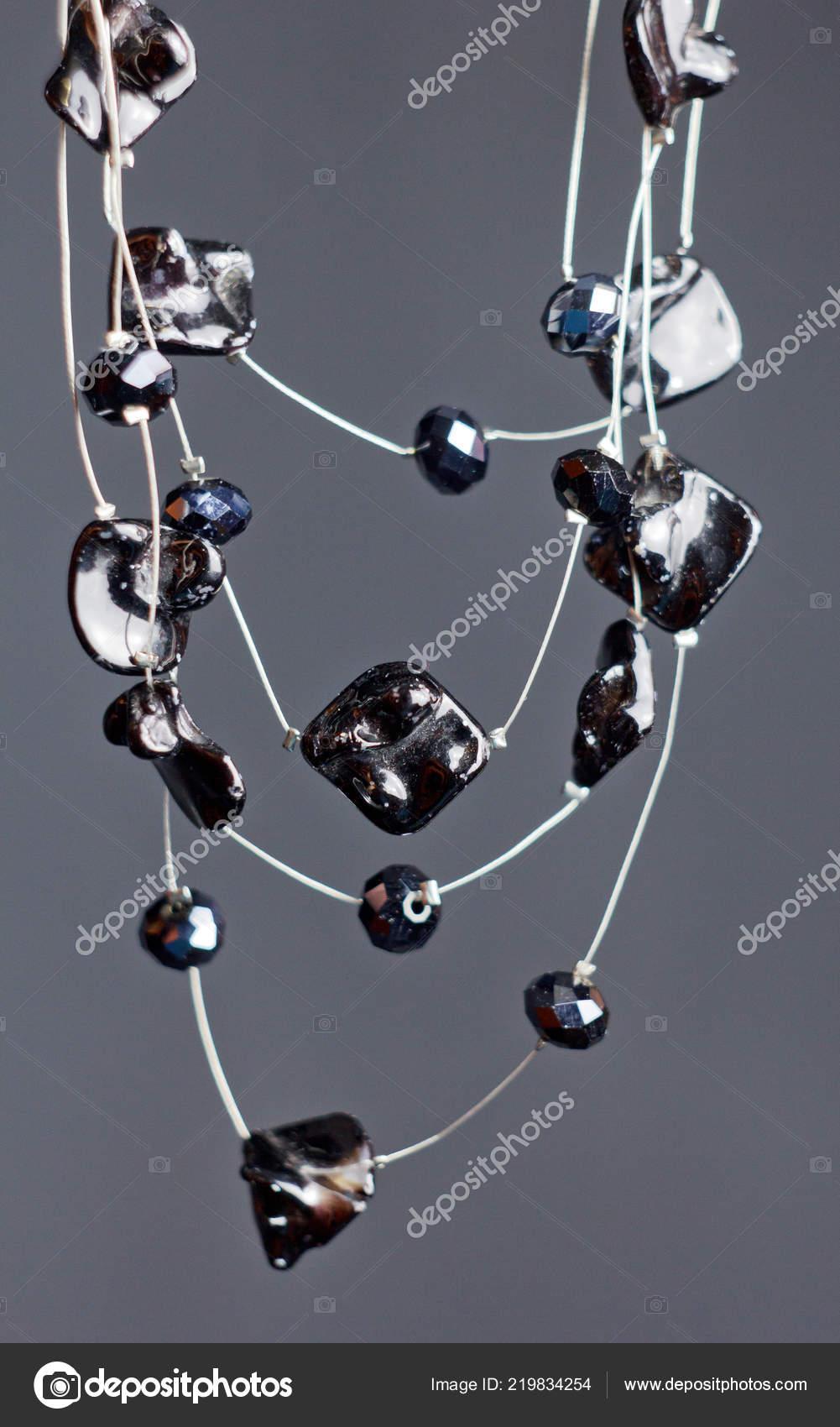 Χειροποίητα κοσμήματα χάντρες στη μακροεντολή. Κολιέ από μαύρο χάντρες.  Κολιέ από λίθους. όμορφα στολίδια. Κολιέ από μαύρο χάντρες. διακοσμητικά  στοιχεία σε ... 4cb20b13312