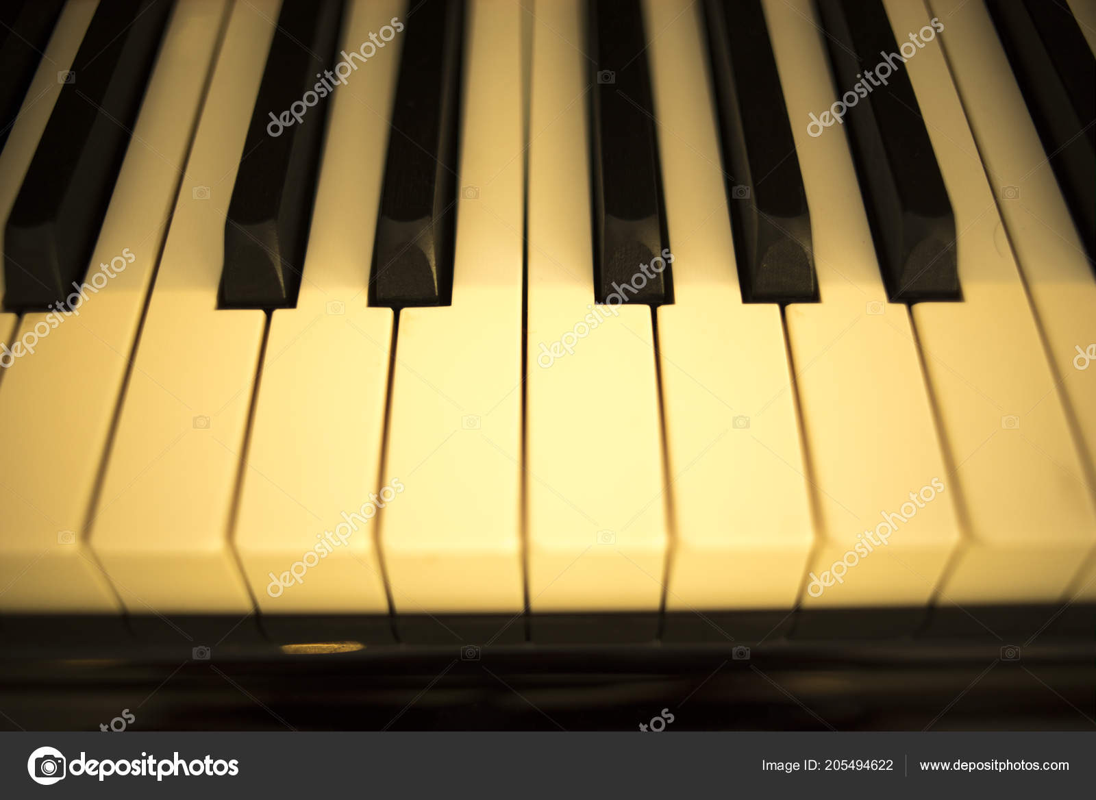 how many keys does a concert grand piano have