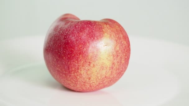 Mela Rosa Chiuda Frutta Tagliata Metà Piatto Bianco Ruota Sfondo