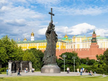 MOSCOW, RUSSIA - JULY 25, 2020: view of people near Monument to Vladimir the Great at Borovitskaya Square near Kremlin wall during city sightseeing tour on excursion bus in Moscow on sunny summer day