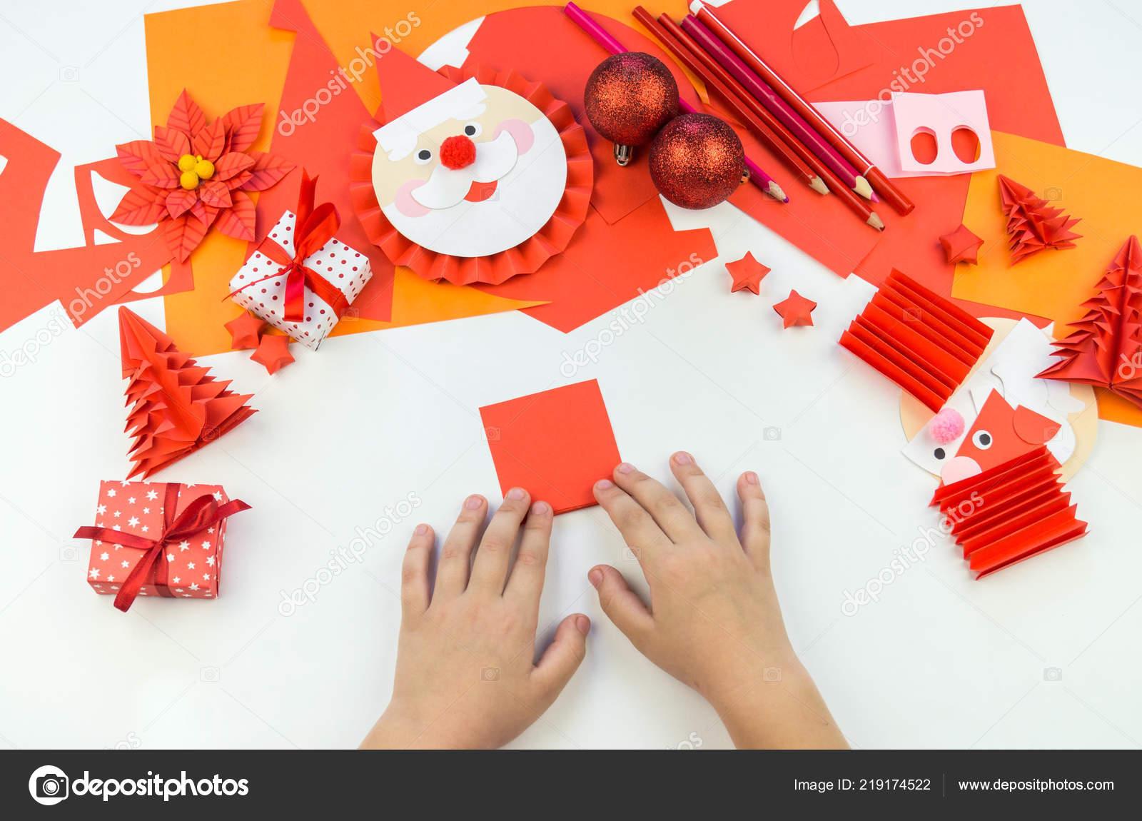 Babbo Natale A Casa Dei Bambini.Mano Bambino Babbo Natale Fuori Carta Creativita Dei Bambini