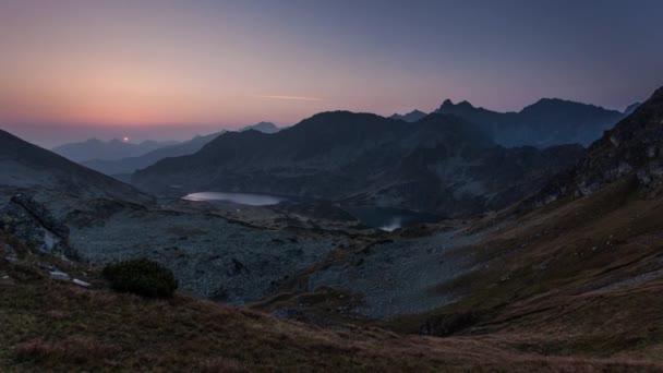 Časová prodleva východ slunce v horách. Krajina s sun, Slovensko Tatry