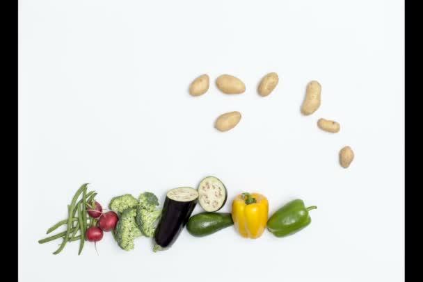 Potravinová pyramida izolovaná na bílém pozadí, zdravá strava