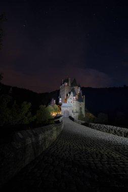 "Картина, постер, плакат, фотообои ""в канун на замок Эльц с красивый Вечерний свет и звезды"", артикул 208602652"