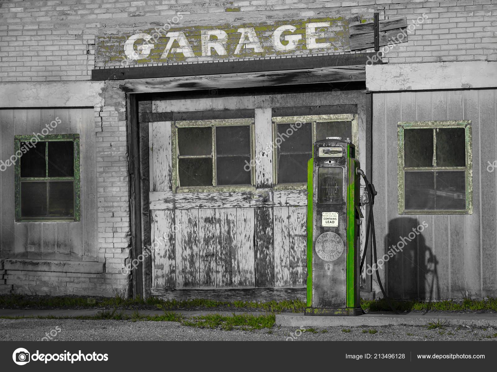 Old Abandoned Building Garage Signboard Usa Travel — Stock