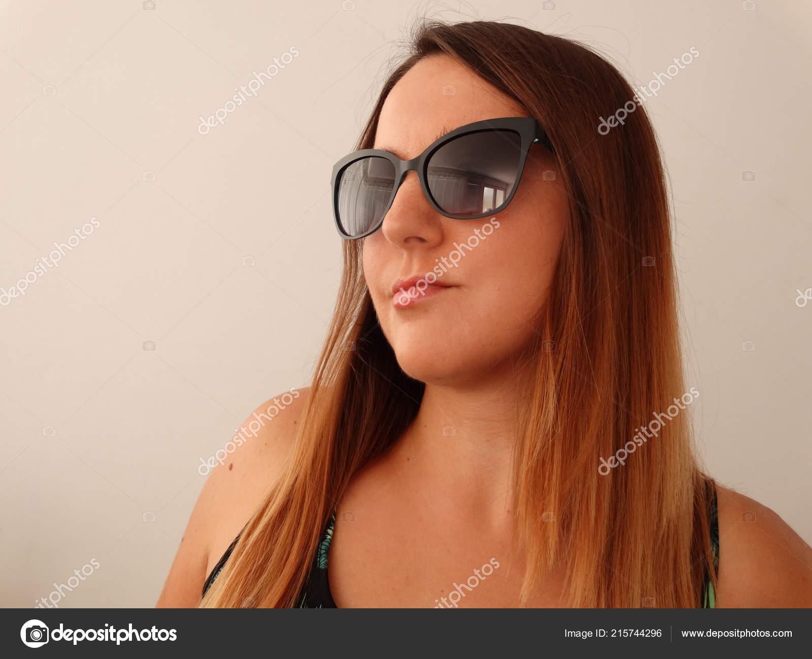 Sol Moda Con Modelo Gafas Stock © Imagesto215744296 De Mujer — Foto sdCthQr