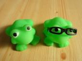 Fotografia Rana verde giocattoli con i vetri