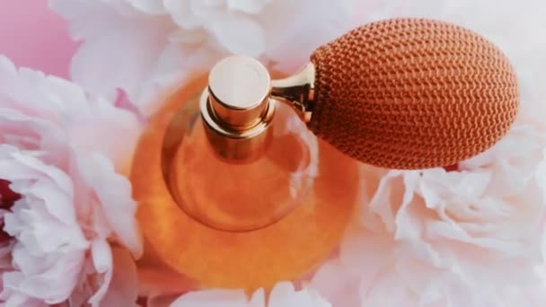 Citrus-Parfümflasche mit Pfingstrosenblüten, schicker Duftduft als Luxus-Kosmetik-, Mode- und Schönheitsprodukt Hintergrund