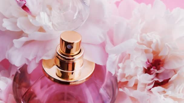 Rosa Parfümflasche mit Pfingstrosenblüten, schicker Duftduft als Luxus-Kosmetik-, Mode- und Schönheitsprodukt Hintergrund