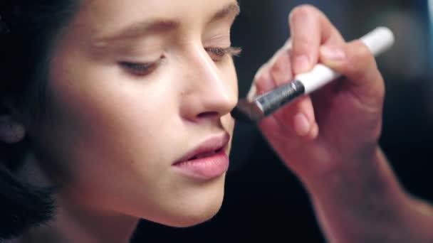 nyírt kilátás sminkes árnyékolás arc Alapítvány modell arcát kozmetikai kefe