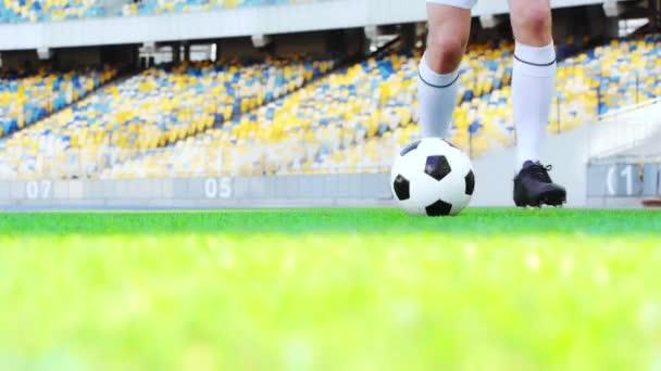 levágott kilátás a labdarúgó labdázó