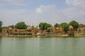 Fotografia On the territory of Gadisar Lake in Jaisalmer, India