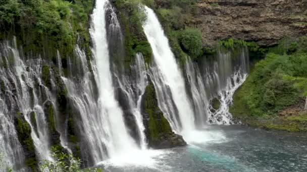 Vodopád McArthur Burney Falls v Kalifornii