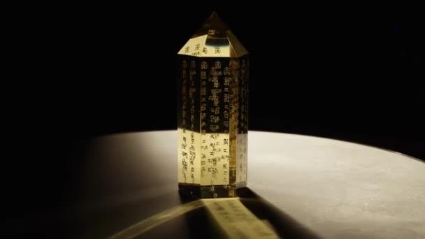 Kroucení feng shui krystal s horní halogenové světlo