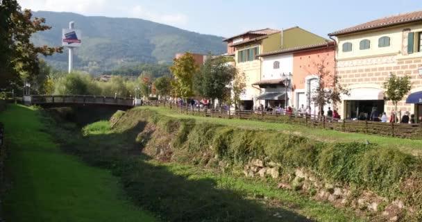 kilépő Barberino di Mugello, Toscana, Olaszország, az emberek, hogy vásárlás