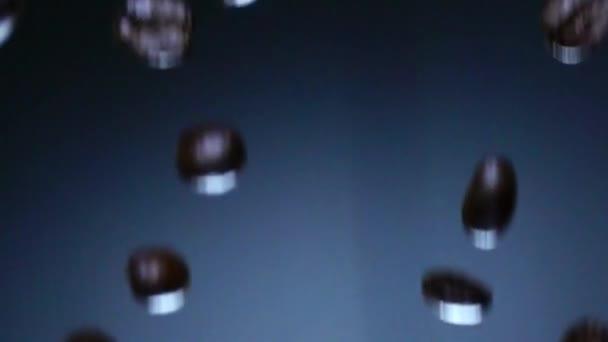Kávové zrna klesající Zpomalený pohyb