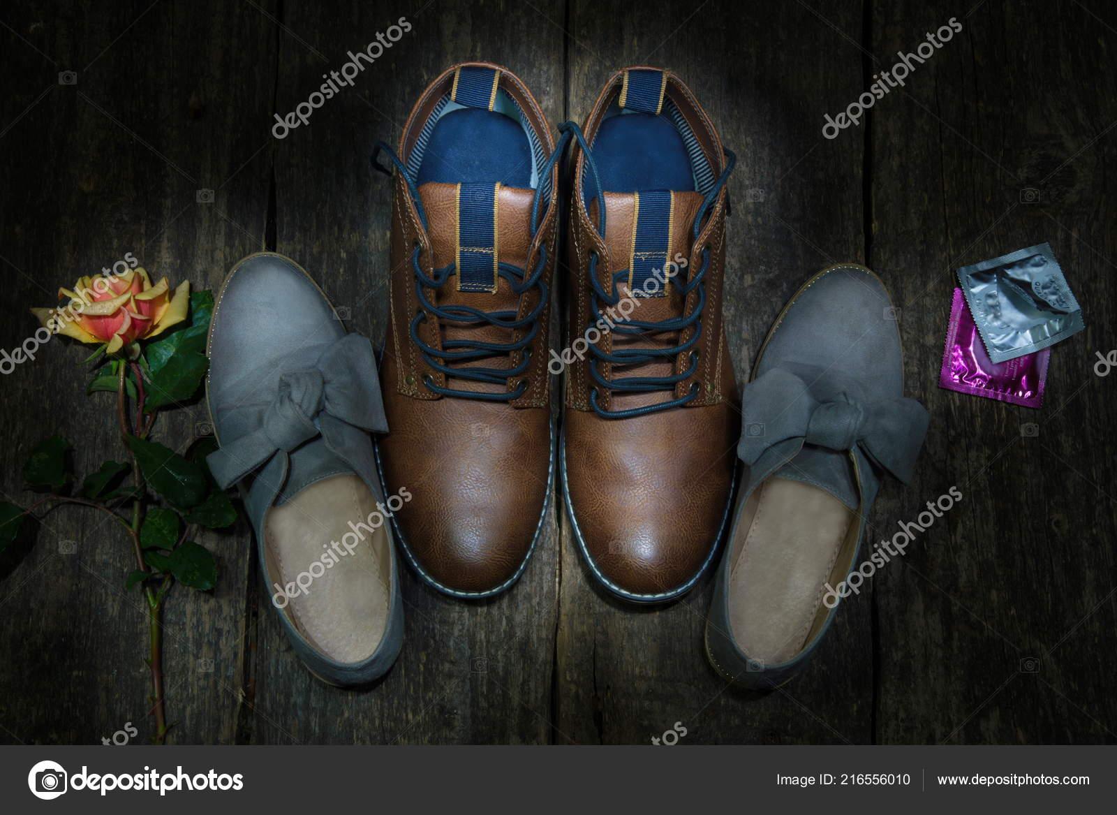 ecb6dee1594334 Männlichen Und Weiblichen Schuhe — Stockfoto © eriklidmets mail.ru ...