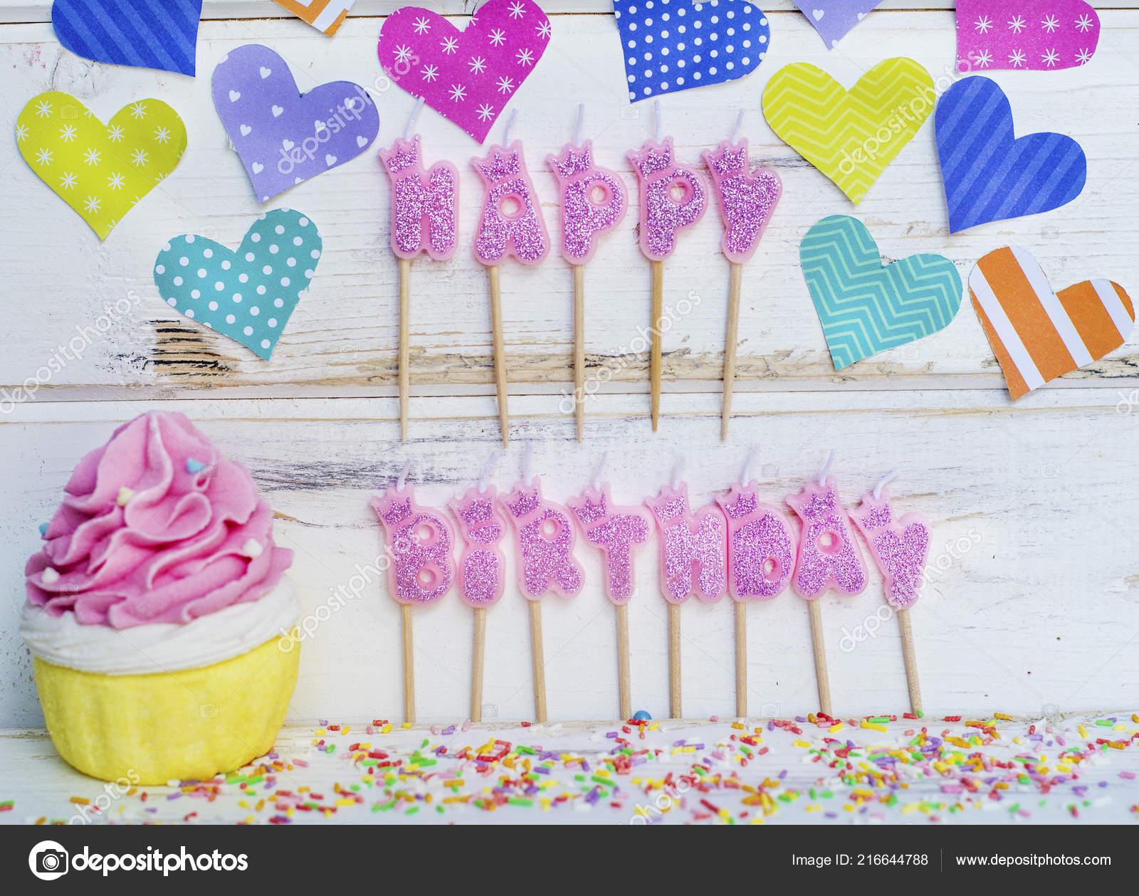 82a0f56b204f Růžové Svíčky Happy Birthday Košíček Barevné Srdce Bílém Pozadí ...