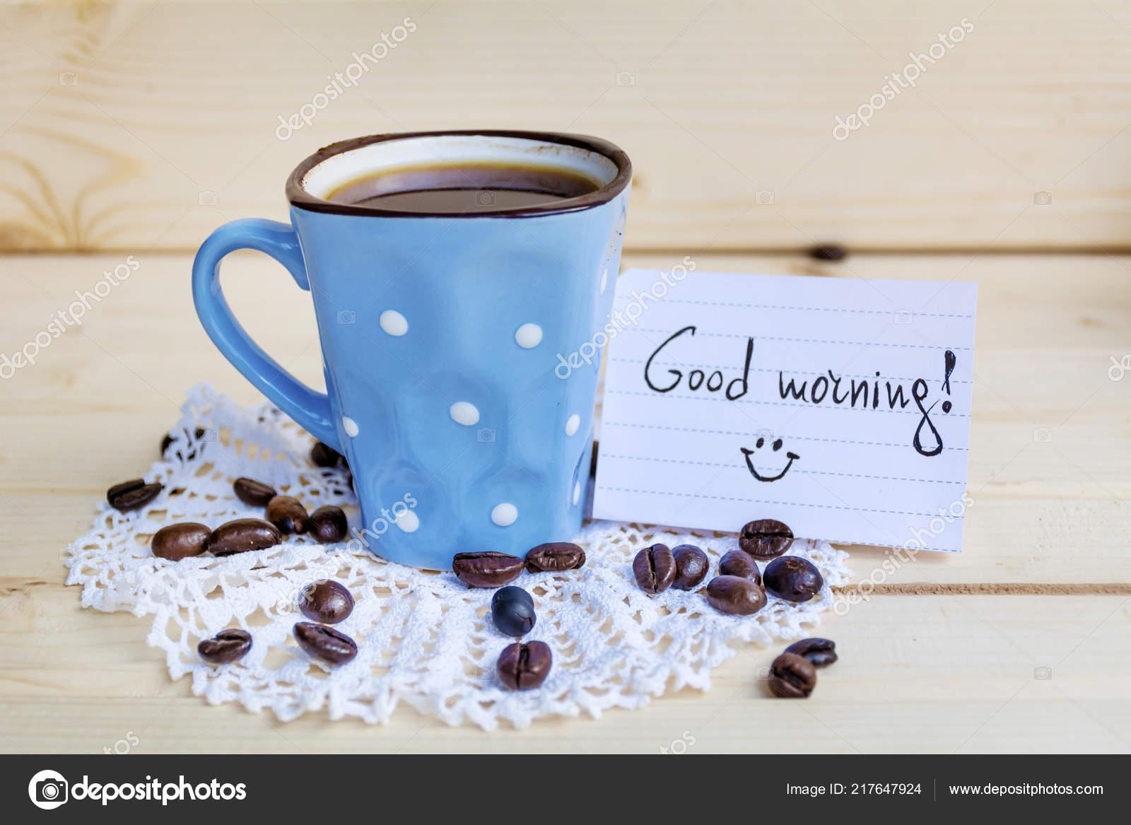 Blauer Kaffeebecher Mit Weißen Punkten Und Noten Guten