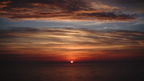 Západ slunce nad Baltské moře mys Kolka Lotyšsko