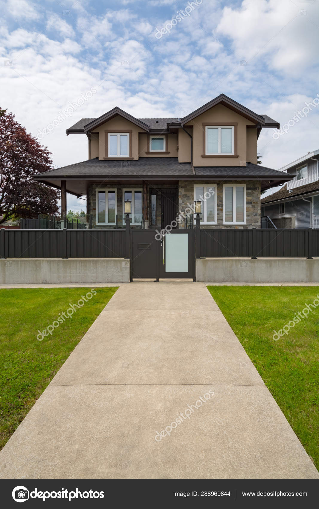 Brand New Luxury Residential House For Sale With Metal Gate And Fence In Front Stock Photo Image By C Imagenet 288969844