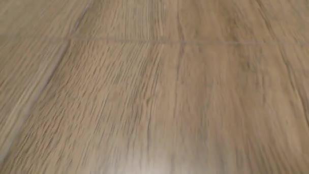 Holzboden und Fußböden mit langsamem und sanftem Übergehen