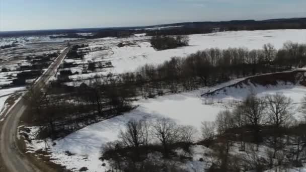 Kvadrokoptéra fotografování brzy na jaře řeka