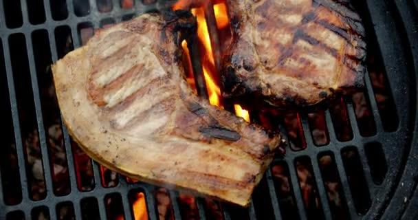 Grillezett sertéshús. Makroháttér.