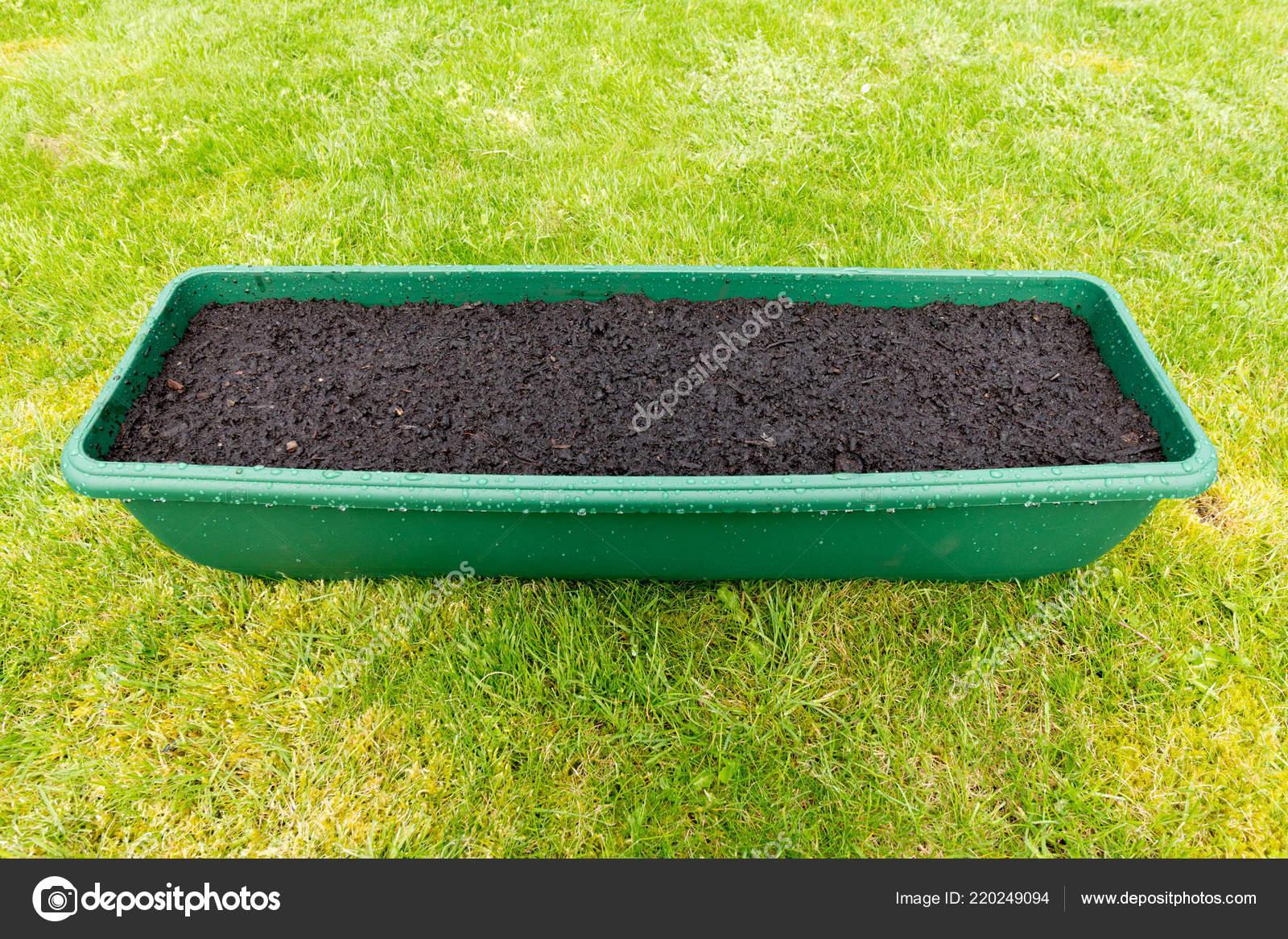 Garten Container Gefüllt Mit Erde Auf Einem Rasen Hintergrund