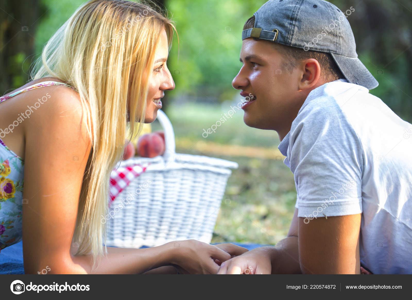 πρόσφατα dating
