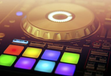 DJ Hand Mixing on Controller