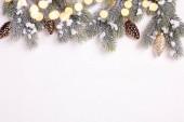 Fotografie Slavnostní zimní svátky složení s větve stromů jedle a vánoční ozdoby