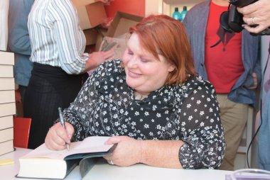 Frankfurt, Germany. 14th Oct, 2017. Cassandra Clare (* 1973), writer, signing books at Frankfurt Bookfair / Buchmesse Frankfurt 2017