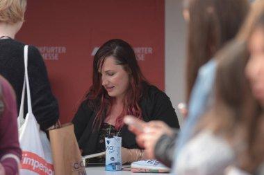 Frankfurt, Germany. 15th Oct, 2017. Jennifer L. Armentrout (* 1980), US bestselling writer signing books at Frankfurt Bookfair / Buchmesse Frankfurt 2017