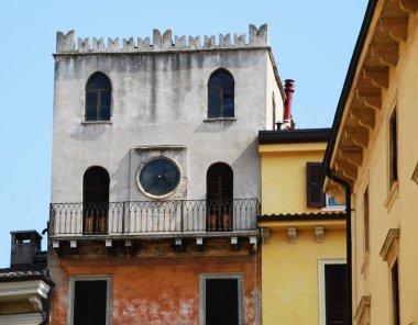 """Картина, постер, плакат, фотообои """"Интересный дворец в центре Вероны, Италия"""", артикул 251506406"""