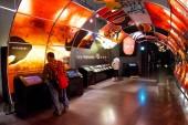 Aomori, Giappone - 22 aprile 2018: Il Nebuta Warasse Museo è un luogo ideale per sperimentare la bellezza della festa Nebuta con display gigantesche opere darte, insieme a musica e suoni
